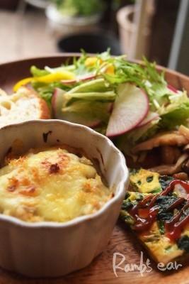 牛蒡と挽肉のミニ味噌ドリア、サラダ、きのこソテーのプレート